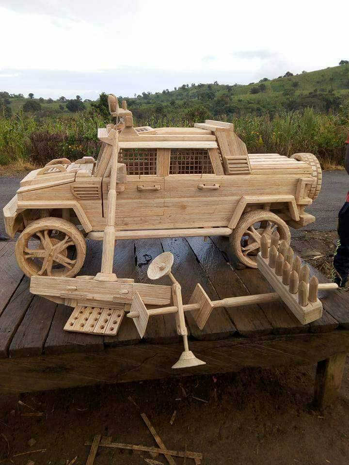 Wooden-armoured-vehicle-7.jpg